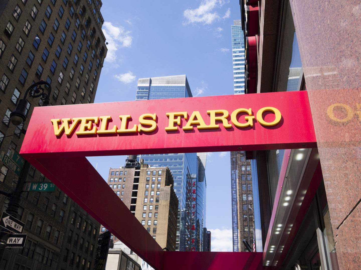 Wells Fargo Launches Passive Bitcoin Fund for Wealthy Clients